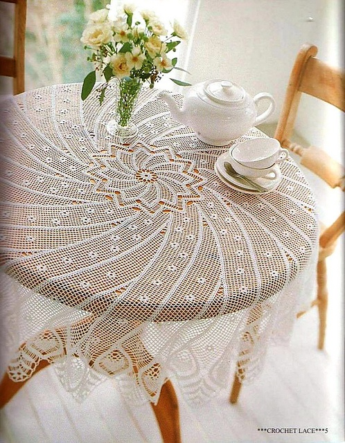 Edi-bk's Spirala crochet table cloth (rav link) no pattern  too bad i would have loved to make this