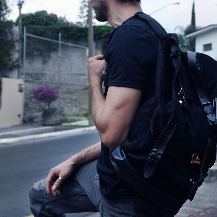 Vamos saliendo del trabajo una vuelta en bici y a terminar de ver alguna serie en casa. Cómo va el día de ustedes?  Consigue tu mochila STKM  www.stkmcompany.com . . . #mochila #backpack #man #streetphoto #streetmodel #style #outfitoftheday #streetstyle #streetwear #fashion #style #lifestyle