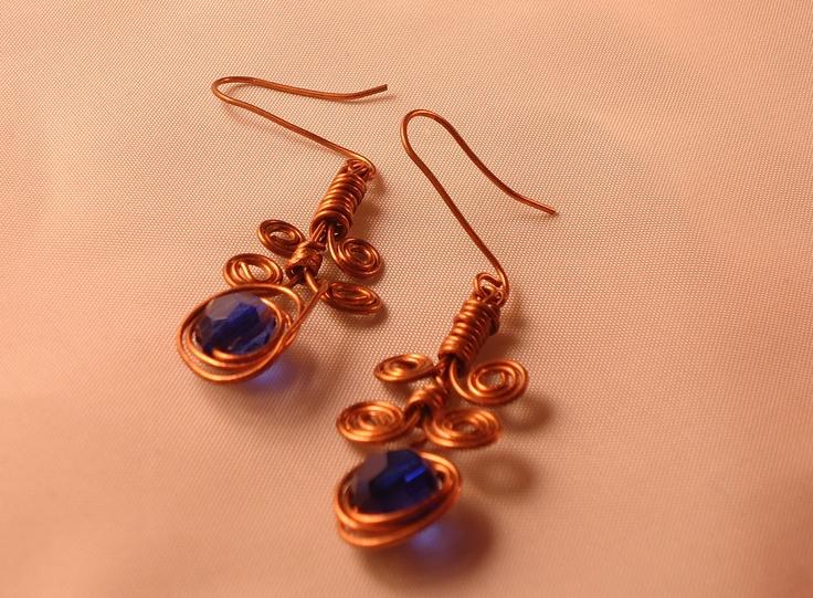 Orecchini handmade in rame e perlina blu scuro #Earrings #handmade
