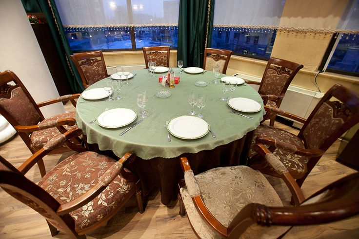 Round table I Saidoun Restaurant I Lebanese food