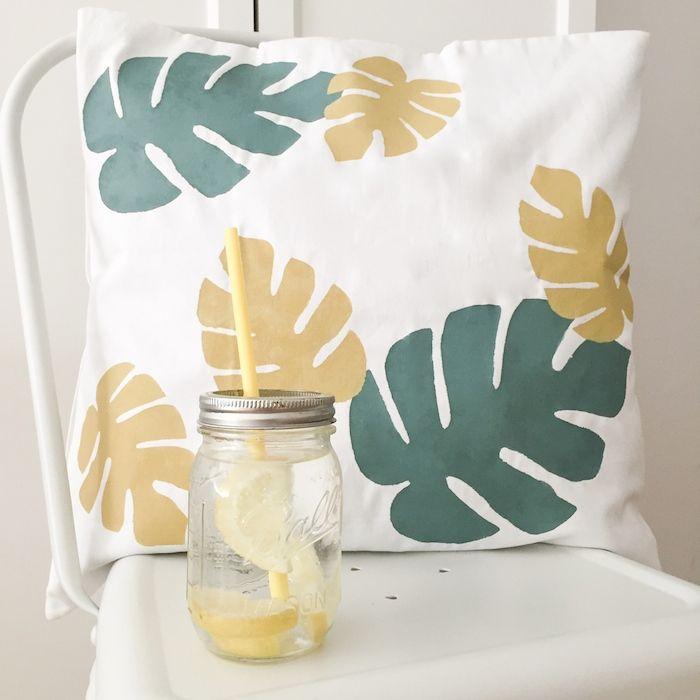Yellow Pillows Deco: DIY Cojín mostera - Mostera DIY pillow