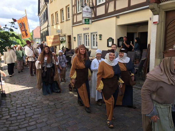 Reichsstadtfest Bad Wimpfen - Im Hintergrund die  Theatergruppe Aderlass https://www.gruppe-aderlass.de/