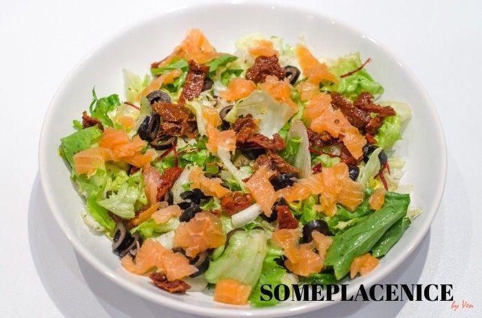 Sałatka z łososiem i suszonymi pomidorami 0707