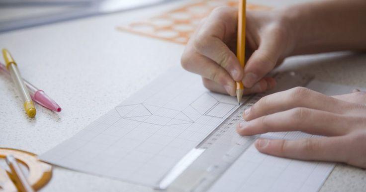 Quais são os subconjuntos de uma reta em geometria?. Na geometria, uma forma é a conexão de planos e qualquer plano consiste na conexão de retas. Você pode dividi-las em dois subconjuntos diferentes --segmentos de reta e semirretas. Ao aprender sobre a reta e seus subconjuntos, você desenvolverá um melhor entendimento da matemática da geometria.