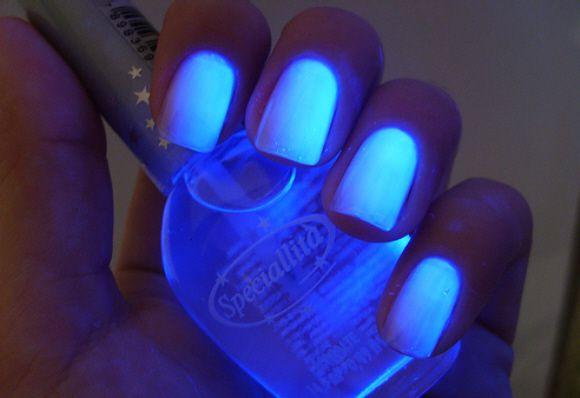 Unhas fluorescentes