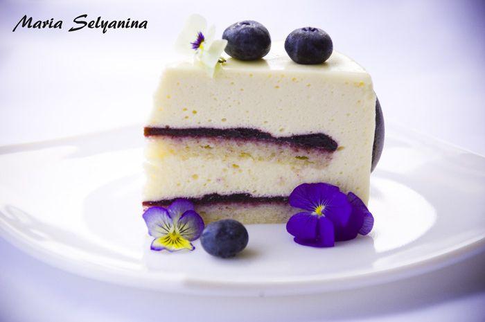 """Если веришь, сказка оживет... - Торт """"Unai"""": белый шоколад, черника и фиалки."""