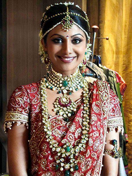 Shilpa shetty wearing kundan and emerald necklace,long chain,earrings and matha patti by Tarun Thalani