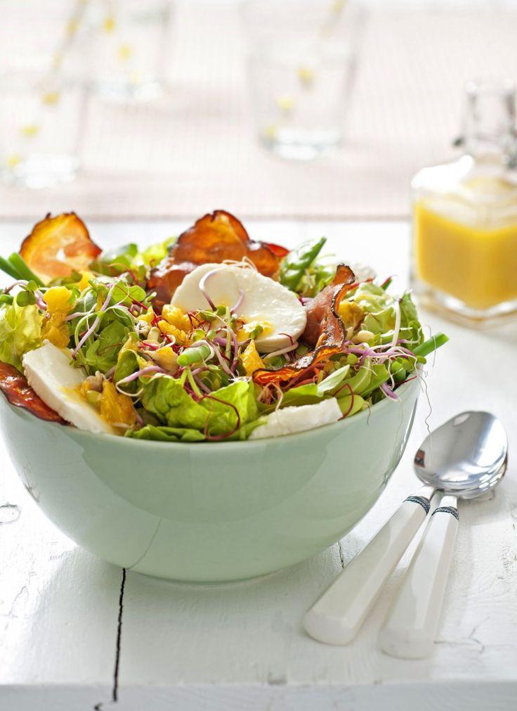 Heerlijk zo'n zomerse salade, dit kunnen we iedere dag wel eten voor de lunch! Maar soms lopen we een beetje vast en weten we echt niet meer hoe we moeten variëren.Door te variëren met dressings, toppings en ingrediënten als kaas, fruit, vlees of vis, is van een basissalade steeds weer een nieuw culinair feestje te […]