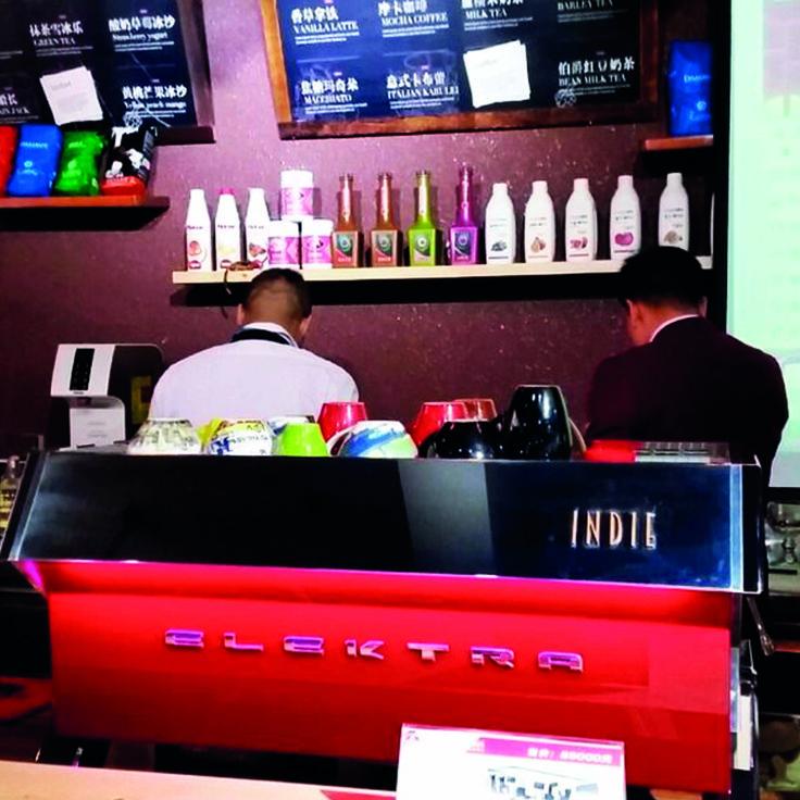 LA CAFETERA MÁS INNOVADORA, HECHA REALIDAD|  La máquina #espresso INDIE de #Elektra ha llegado ya hasta Hangzhou en China ¿Qué te parece en rojo?  #tendencias #cafe #coffee #LussoProdec #Elektra #cafeterias #EspaciosElektra #Hangzhou #maquinas #espresso
