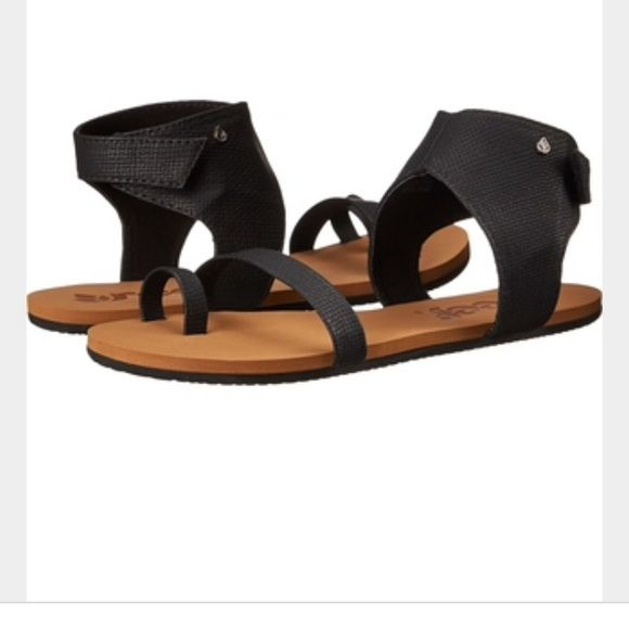 Reef Hampton Sandal Cute ankle black reef sandals. Never been worn! Size 8. Reef Shoes Sandals