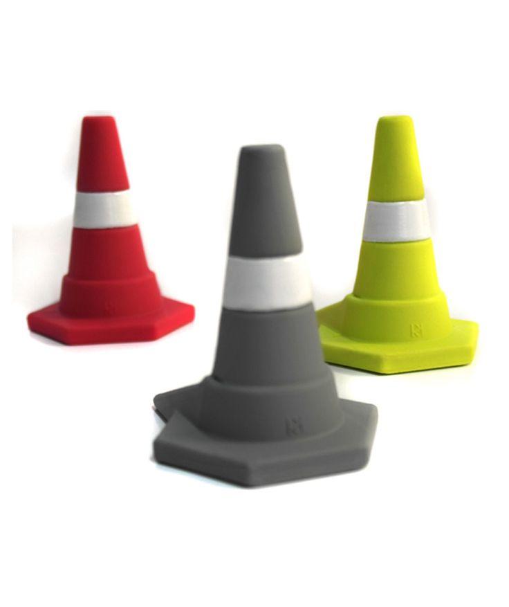 Tua - Trancapuertas en forma de cono de tránsito, color rojo. $19.000 COP. Cómpralo aquí--> https://www.dekosas.com/productos/hogar-decoracion-dekosas-mulikka-trancapuertas-tua-rojo-detalle
