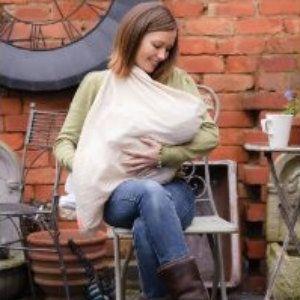 Chal Mamascarf de lactancia Crema - chal para el periodo de #lactanciamaterna. Chal Mamascarf diseñado para usar durante la #lactancia. Proporciona un apoyo para que el bebé se sienta más cómodo, sin necesidad de una almohada de lactancia. Lo puedes usar como chal o pañuelo, y para dar de mamar cuando lo necesite tu renacuaj@. Composición: Algodón suave 100 % #darelpecho