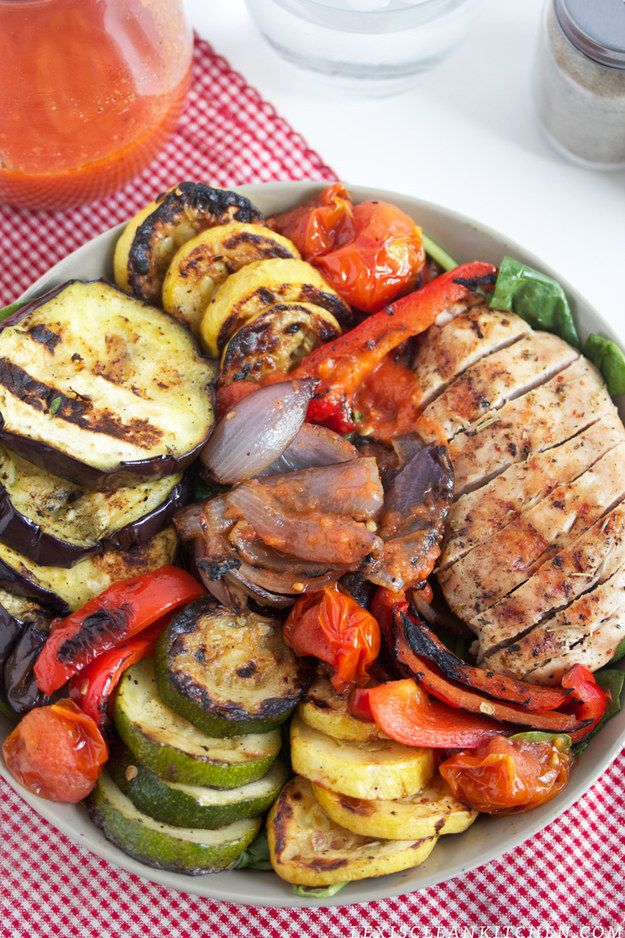 Grilled Veggie and Grilled Chicken Salad with Tomato VInaigrette | 37 Whole30 Recipes That Everyone Will Love
