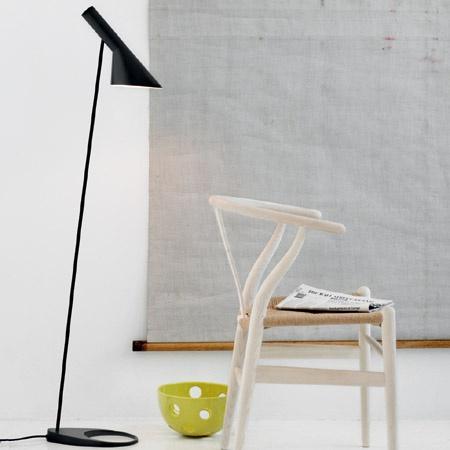 AJ gulvlampe - Louis Poulsen - Arne Jacobsen - Illums Bolighus
