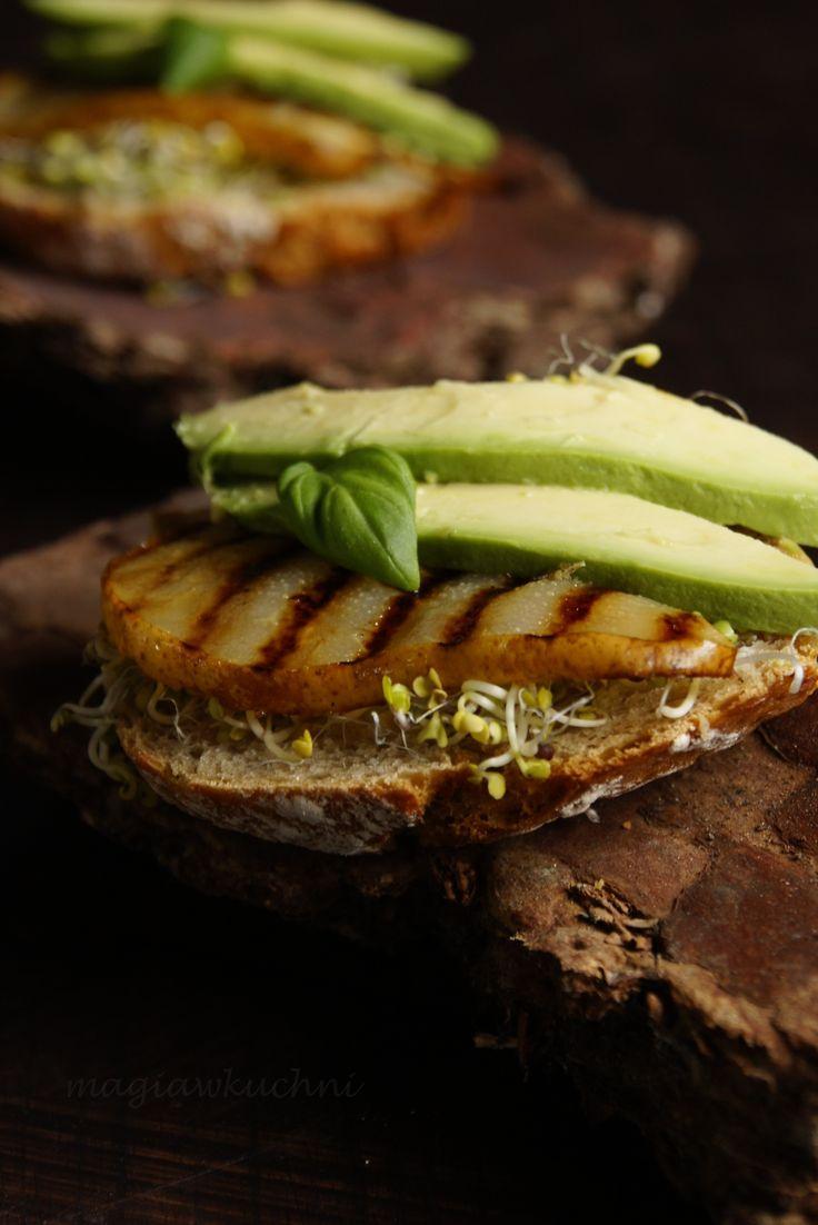 Kanapki z grilowaną gruszką i balsamico