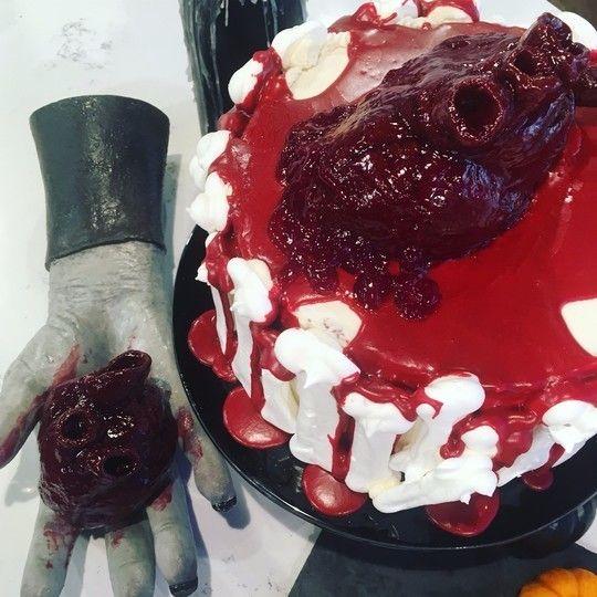 Phil Vickery's beating heart cake