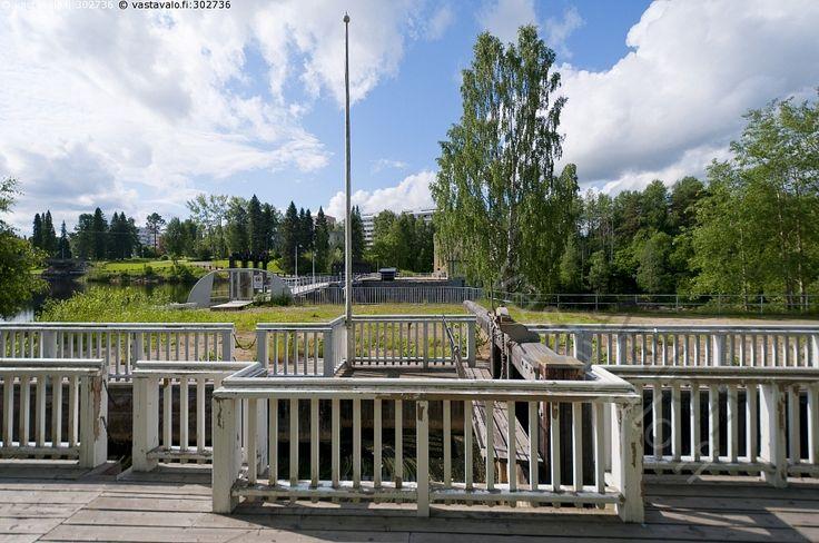 Kajaanin Tervakanava.  Tervakanavat rakennettiin Kajaanin kaupungin alueelle Kajaaninjokeen helpottamaan tervaveneiden kulkemista 1800-luvun alussa. Ensimmäinen sulku sulkuportit. Ämmäkoski.
