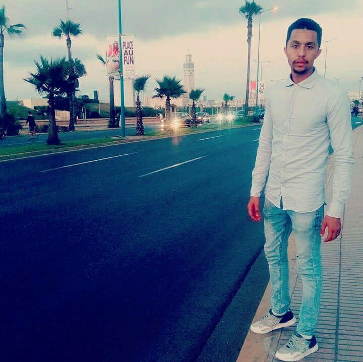 The look of silence Classe sport  chemise bleue ciel pantalon diesel chaussure asics  Casablanca city mosquée hassan 2