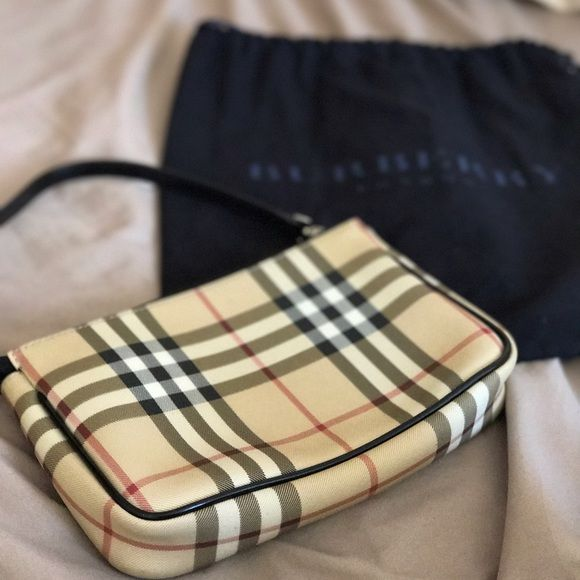Beautiful Burberry purse with dust bag, a timeless piece that will show class for any generation!