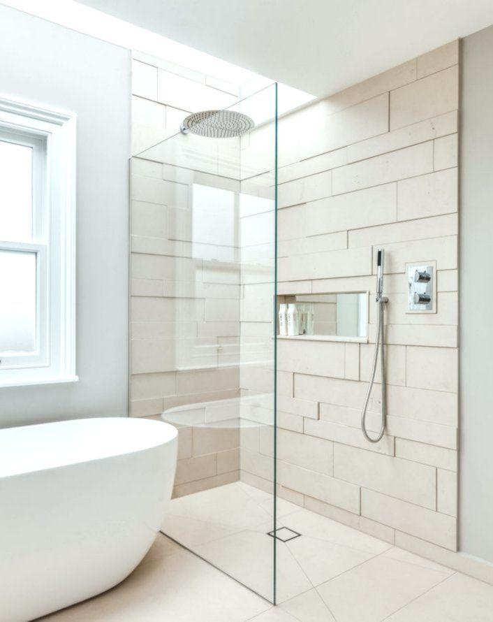 Ebenerdige Dusche Mit Glastrennwand Und Unsichtbarem Prozess Dusche Skandinavisches Badezimmer Badezimmer Design Badezimmer Innenausstattung