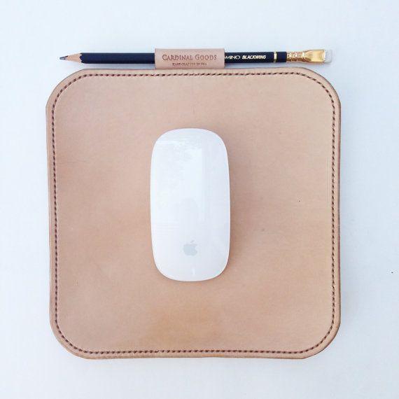 Leather Mouse Pad por CardinalGoods en Etsy