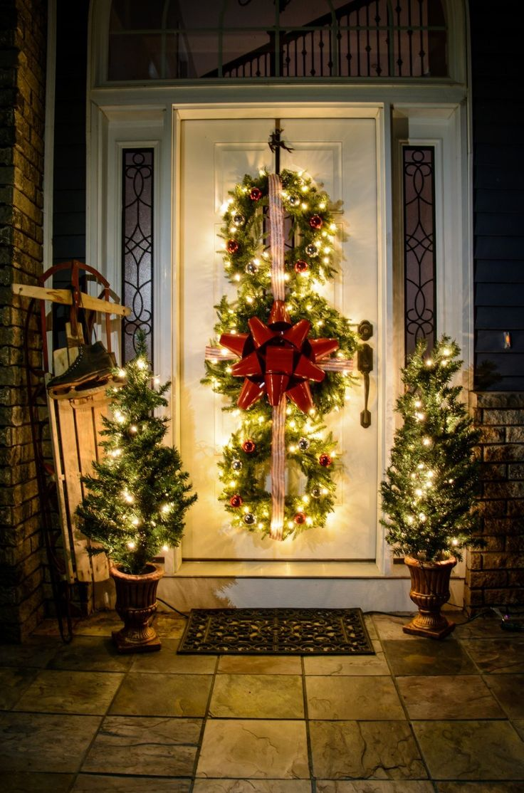25+ Beautiful Christmas Porch Decorating Ideas & Designs