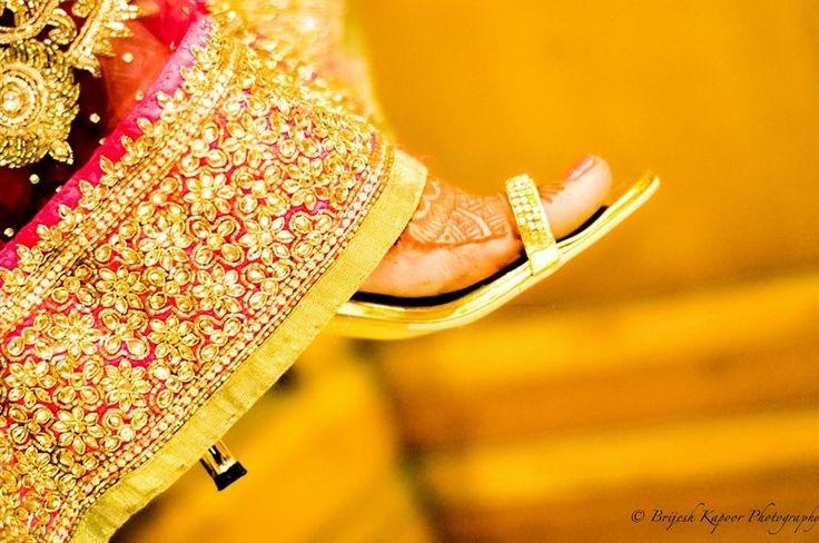"💛Brijesh Kapoor Photography ""Portfolio"" album  #weddingnet #wedding #india #indian #indianwedding #weddingdresses #mehendi #ceremony #realwedding #lehenga #lehengacholi #choli #lehengawedding #lehengasaree #saree #bridalsaree #weddingsaree #photoshoot #photoset #photographer #photography #inspiration #planner #organisation #details #sweet #cute #gorgeous #fabulous #henna #mehndi"