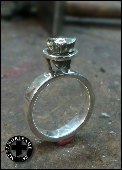 anillo en plata .925 piedra pirita en bruto