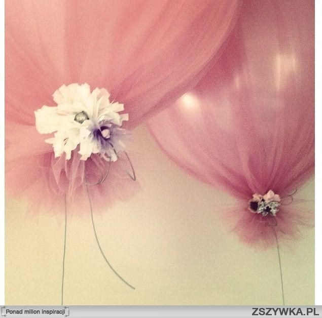 tulle baloons. DOING THIS for any future party I have.