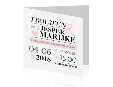 Typografische trouwkaart in zwart wit met zachtroze