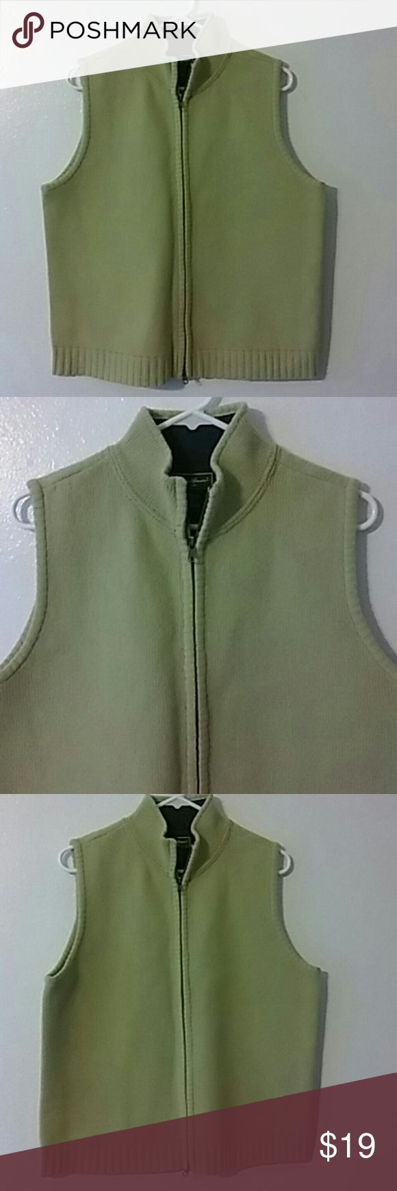 """Eddie Bauer knit sweater vest sz L pistachio green Comfortable vest wit front zip Shell is wool blend. Lining us cotton knit. Dry clean or hand wash Bust is 46"""", length 24"""" Eddie Bauer Sweaters Cowl & Turtlenecks"""