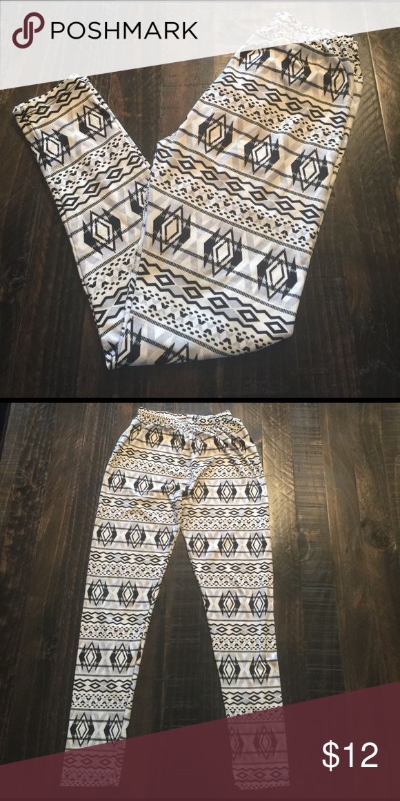 Tribal Print Leggings Super cute tribal print leggings. Never worn, like new condition. One Size. Pants Leggings