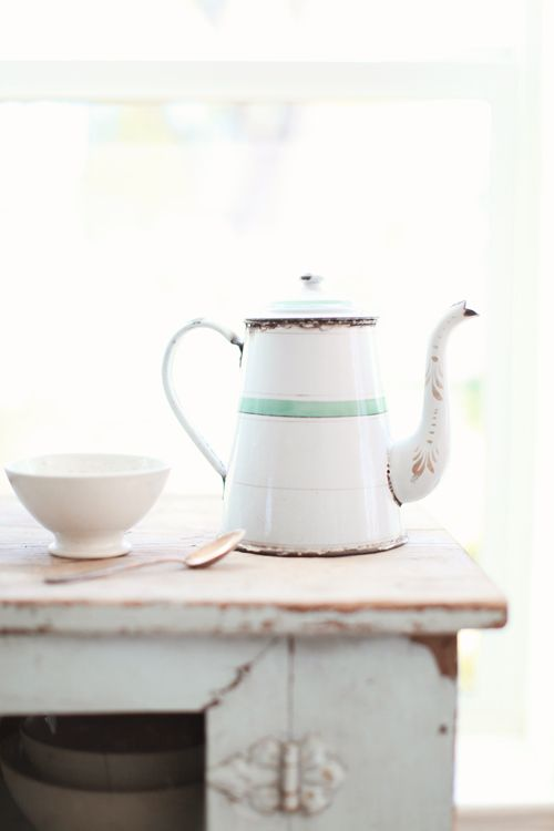 Brocante White, Coffe Time, Teas Time, Coffee Pots, Teas Pots, Vintage Teas, Enamelware Coffe, Coffe Pots, French Enamelware