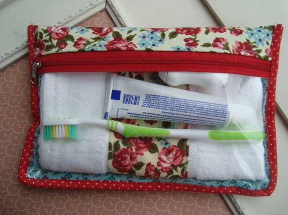 Peregrinando pelo Elo7 achei essa necessaire de higiene da loja Donna Frufru que…