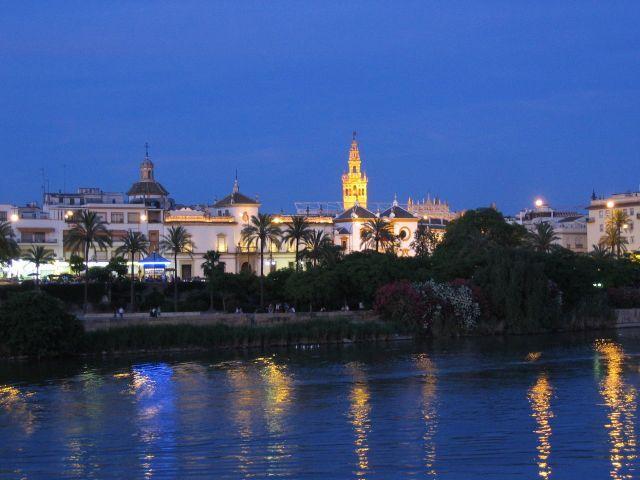 Precioso amanecer en nuestra sede de Sevilla.