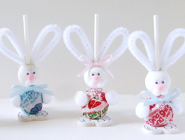 HOW CUTE!!!! EASTER BUNNIES! use a dum-dum sucker and pipe cleaner to make a furry friend! =)