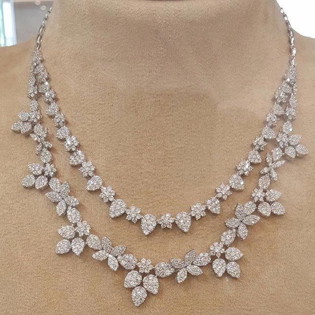 طقم ذهب ابيض عيار 18 مجوهرات مجوهراتي أناقة ذهب مكة المكرمة الماس الالماس الماسة الموضة الجمال الأناقة هدي Jewelry Diamond Diamond Necklace Designs