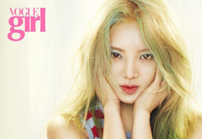 Hyoyeon menampilkan kecantikan musim semi di Vogue Girl