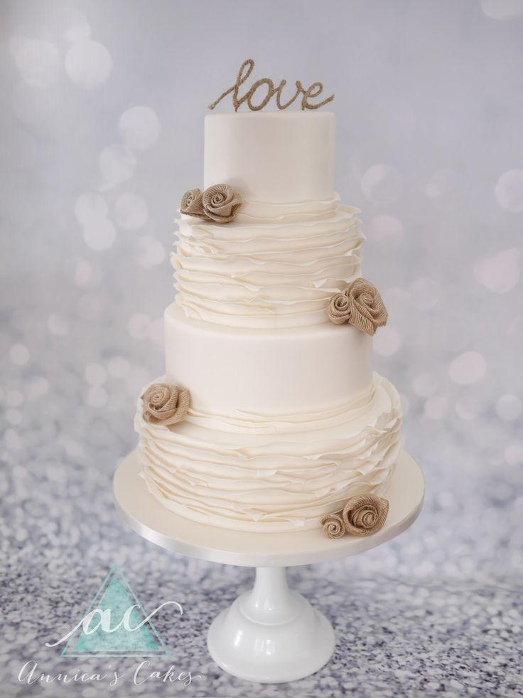 Wedding cake burlap roses.   Bruidstaart met ruches en jute topper en rozen.