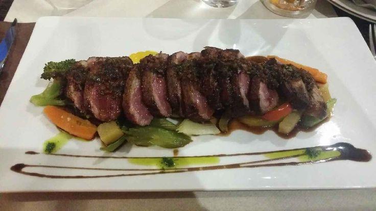 Le Kuhn, 15 Rue Kuhn | Alsace, 67000, Strasbourg, France - Une cuisine de qualité. Le foie gras maison est savoureux, accompagné de quetsches au sirop et de baguette toastée. Le tataki de magret de canard accompagné de spaetzle maison est très gourmand, parfaitement cuit, délicieusement assaisonné avec du gingembre, de la coriandre et de la sauce soja: une réussite ! Tel: +33 3 88 32 88 95. Ouvert tous les jours de 11:30 - 14:30 et de 18:30 - 22:30 sauf le dimanche.