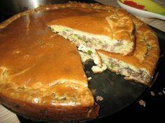 """""""Супер нежный пирог с капустой и мясом""""... Потребуется      - капуста свежая- половинка маленького кочанчика      -350 - 400 грамм фарша говяжьего ( можно и куринного ) какой нравится      -соль приправы по вкусу      - зелень свежая     -1 стакан кефира         - 1 стакан майонеза      - 3 яйца      - 1 чайная ложка соды или пакетик разрыхлителя      - 8 столовых ложек муки (с горкой)      - масло для смазки формы растительное      - половинка белка взбитого для смазки пирога готового"""