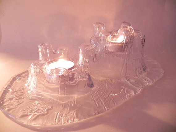 Vintage glass Muurla oval handshaped candleholder for 2 tealights in the form of a castle. The candleholder has a length of about 29 cm and the