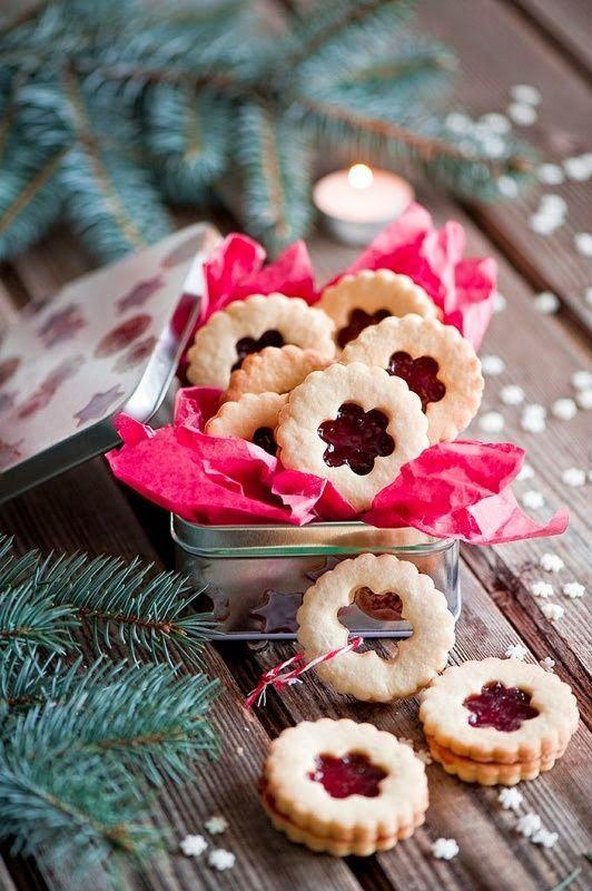 Cookies de Noël à la confiture de framboise.