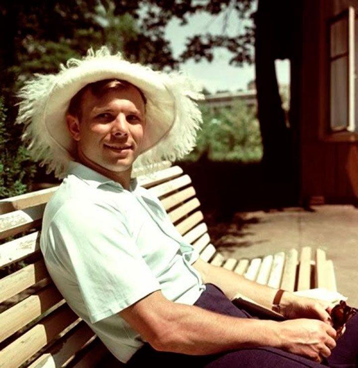 И при жизни, и после смерти из Юрия Гагарина лепили образ идеального человека, символа коммунизма. Однако каким же он был на самом деле?