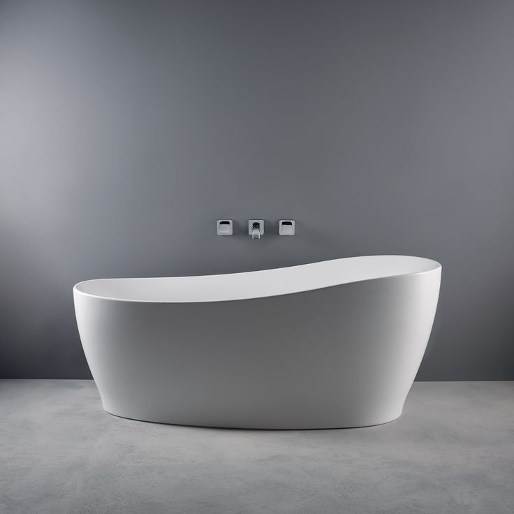 This beautiful Sottini bath with its sweeping curves and slender rim is our Tuesday tub-spiration!