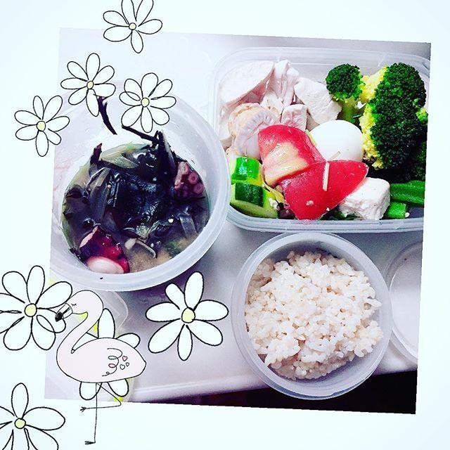 食べ過ぎた! 🌹 🌹 #お昼ご飯 #お弁当 🌹 🌹 #玄米 #brownrice 120g 🌹 #ギリシャサラダ #🇬🇷 🌹 #海藻 たっぷり#タコ の#お味噌汁 🌹 #茹で卵 🌹 #野菜 #茹で #ブロッコリー #broccoli  #オクラ 🌹 #肉 #ササミ 🌹 🌹 #ヘルシー弁当 #ヘルシーごはん #ヘルシーランチ  #healthyfood #healthyeating #低gi #低脂肪 #高タンパク  #味噌汁 #弁当