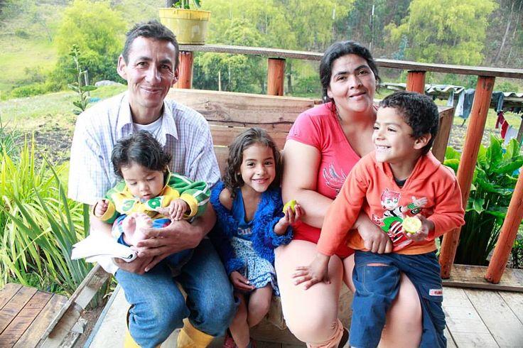 Con tu ayuda, muchas familias victimas del conflicto armado en Colombia, son beneficiadas