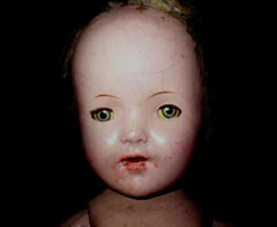 Joliet è una bambola maledetta, attualmente posseduta da Anna G. e che è stata tramandata di generazione in generazione a partire dalla sua bisnonnna. Origini [...]