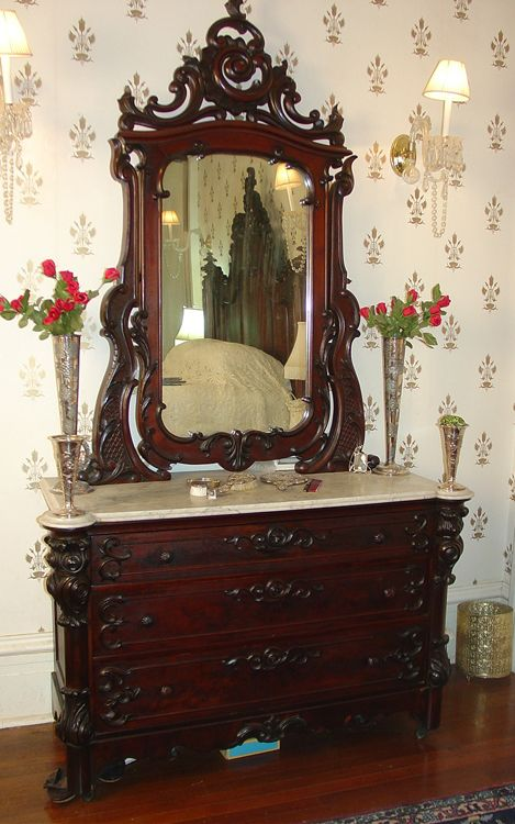 flame mahogany early Victorian by Mitchell and Rammelsburg ca 1850