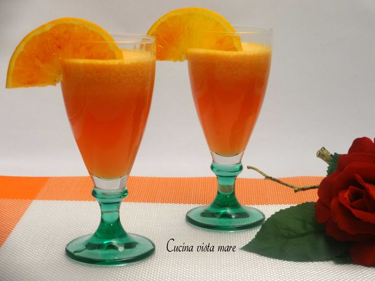 Centrifugato di mela, arancia e pompelmo